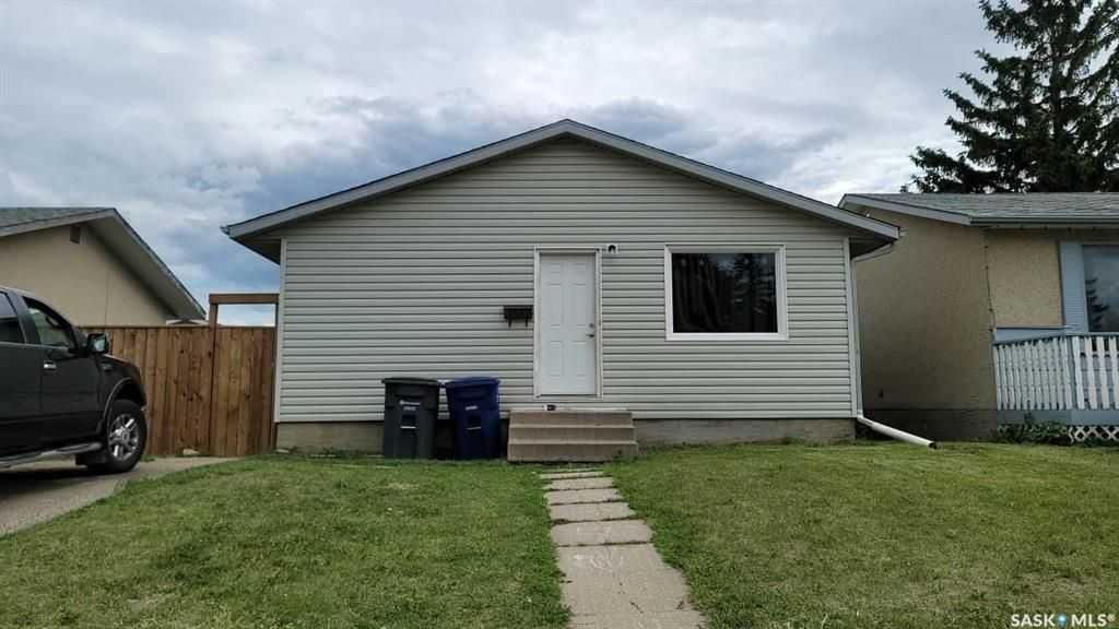 Main Photo: 3557 Diefenbaker Drive in Saskatoon: Confederation Park Residential for sale : MLS®# SK861136