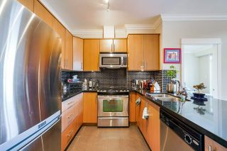 """Photo 10: 414 6888 ROYAL OAK Avenue in Burnaby: Metrotown Condo for sale in """"Kabana"""" (Burnaby South)  : MLS®# R2524575"""