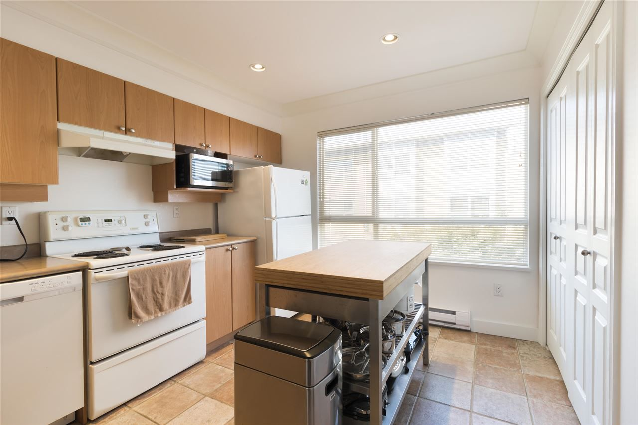 """Photo 6: Photos: 310 2688 WATSON Street in Vancouver: Mount Pleasant VE Townhouse for sale in """"Tala Vera"""" (Vancouver East)  : MLS®# R2304715"""
