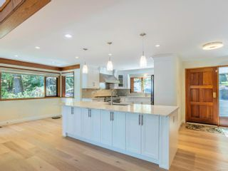 Photo 11: 1032/1034 Lands End Rd in North Saanich: NS Lands End House for sale : MLS®# 883150