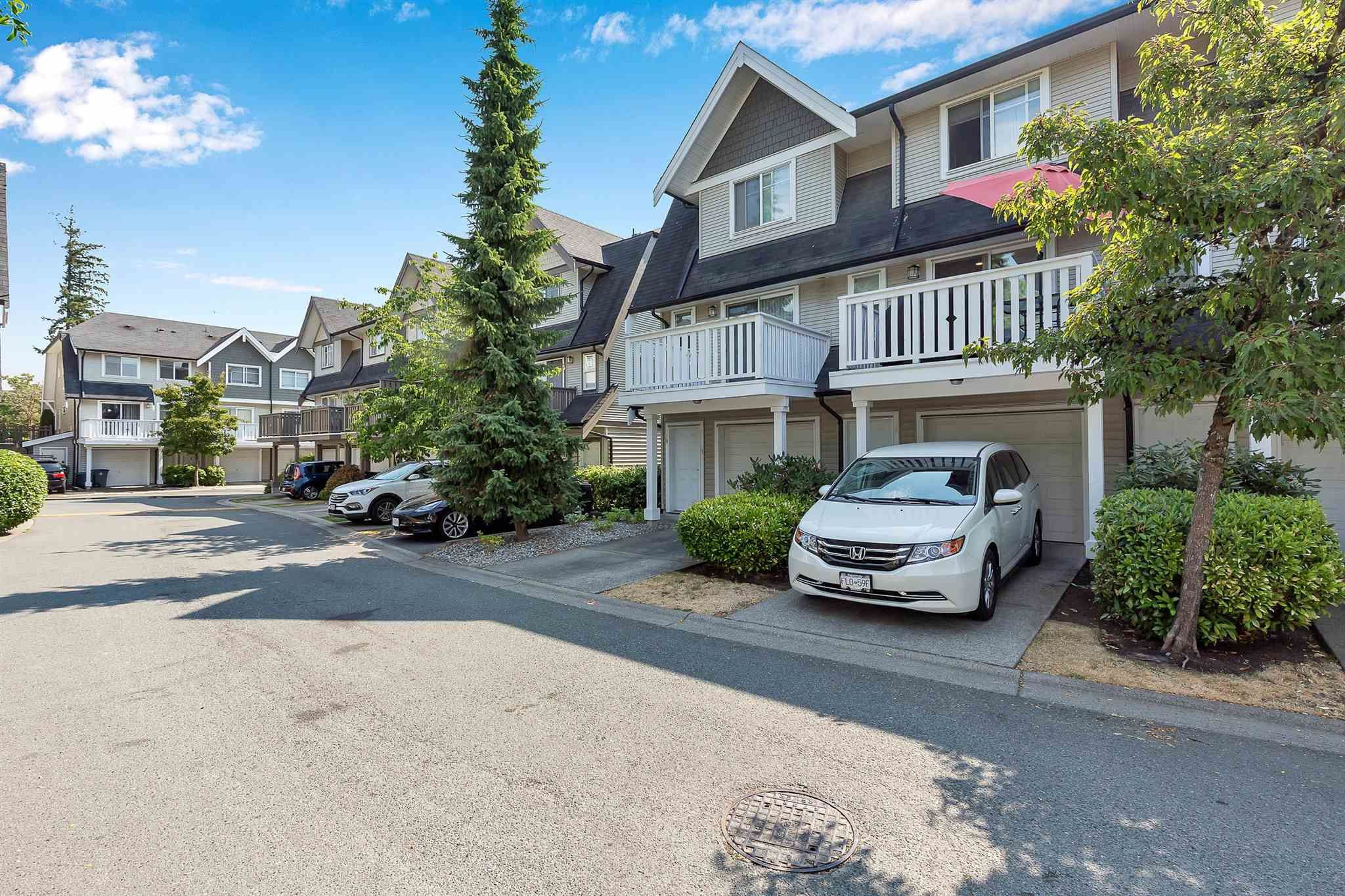 """Photo 30: Photos: 9 15871 85 Avenue in Surrey: Fleetwood Tynehead Townhouse for sale in """"Huckleberry"""" : MLS®# R2606668"""