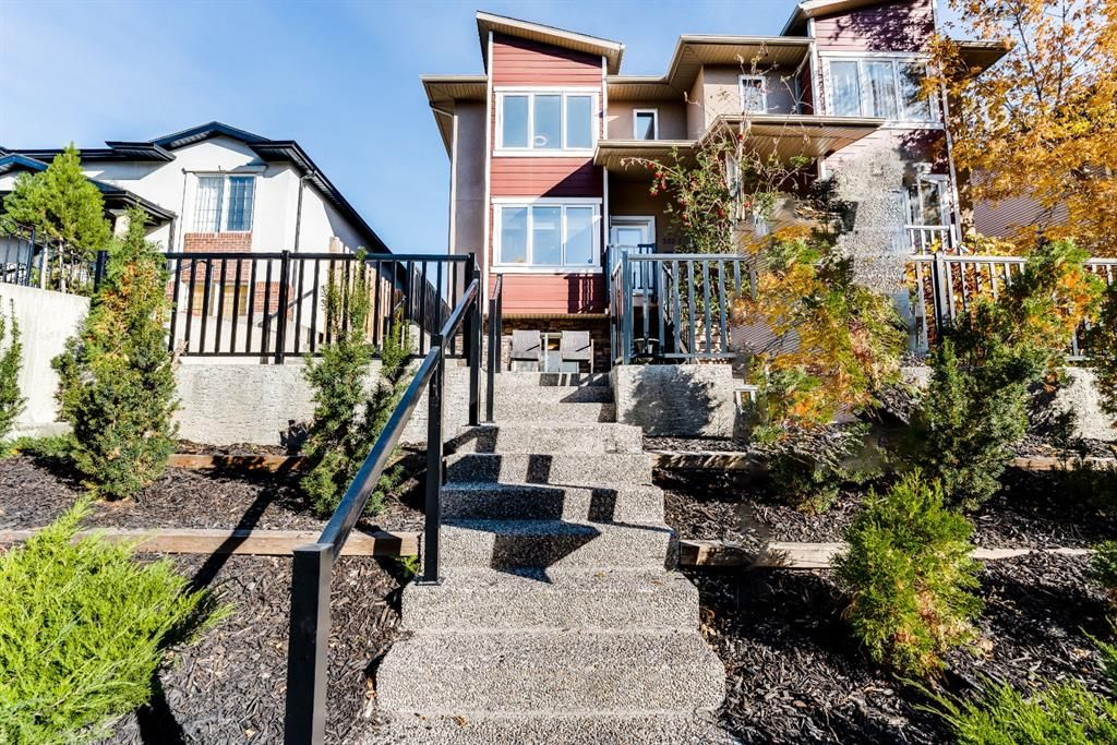 Main Photo: 1 532 56 Avenue SW in Calgary: Windsor Park Row/Townhouse for sale : MLS®# A1150539