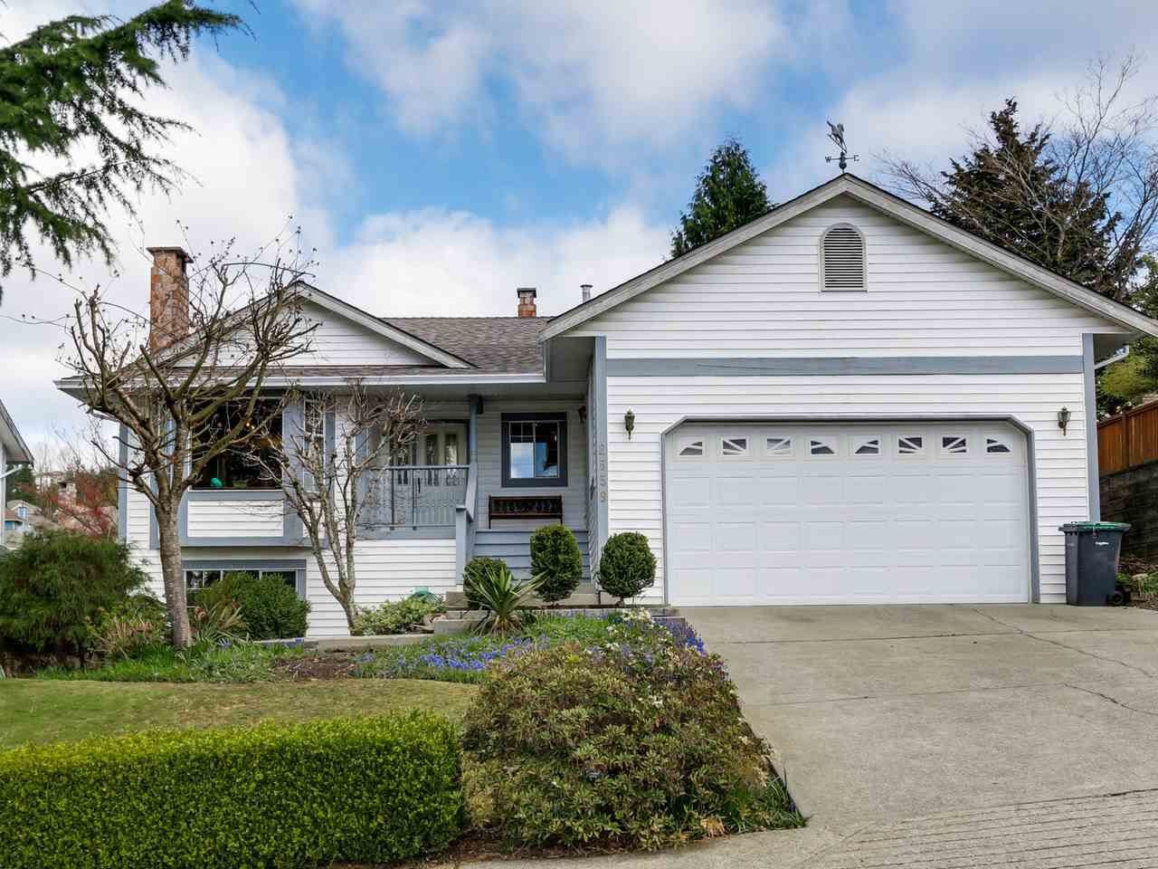 """Photo 2: Photos: 2559 BLUEBELL Avenue in Coquitlam: Summitt View House for sale in """"SUMMITT VIEW"""" : MLS®# R2064204"""