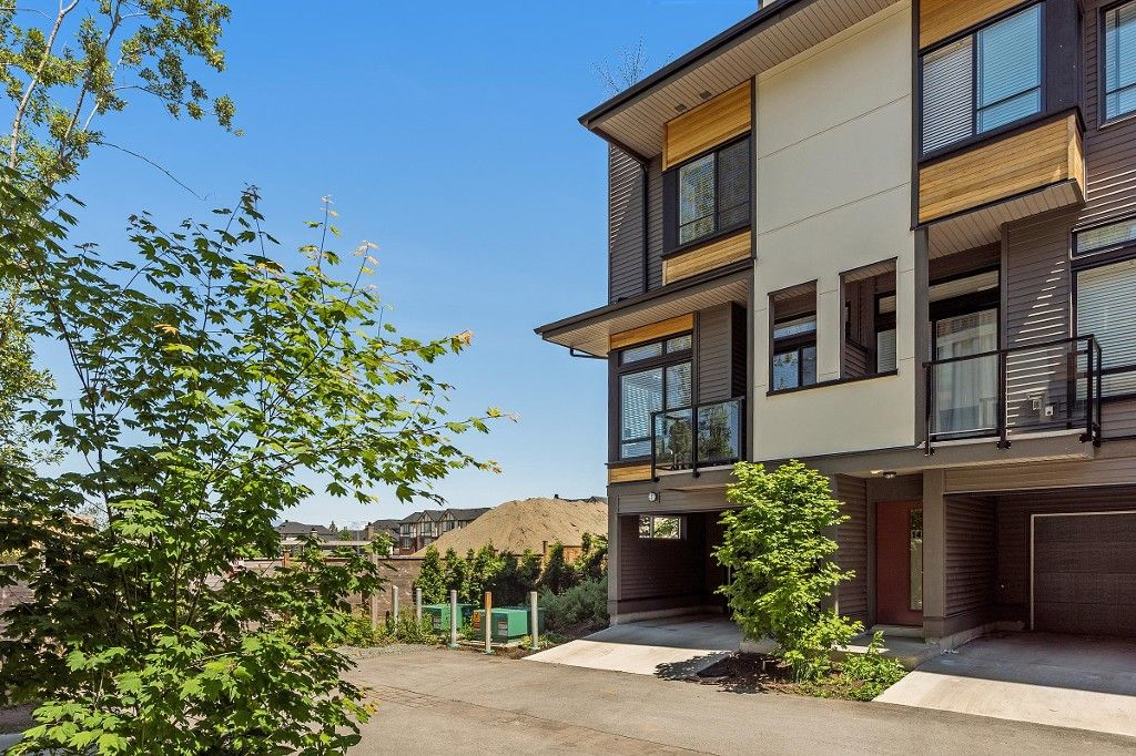 """Main Photo: 15 7811 209 Street in Langley: Willoughby Heights Townhouse for sale in """"EXCHANGE"""" : MLS®# R2174415"""