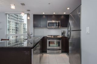 "Photo 2: 1707 39 SIXTH Street in New Westminster: Downtown NW Condo for sale in ""QUANTUM"" : MLS®# R2262305"