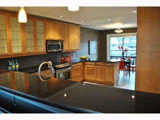 """Photo 3: 932 W 19TH Avenue in Vancouver: Cambie House for sale in """"DOUGLAS PARK"""" (Vancouver West)  : MLS®# V815028"""