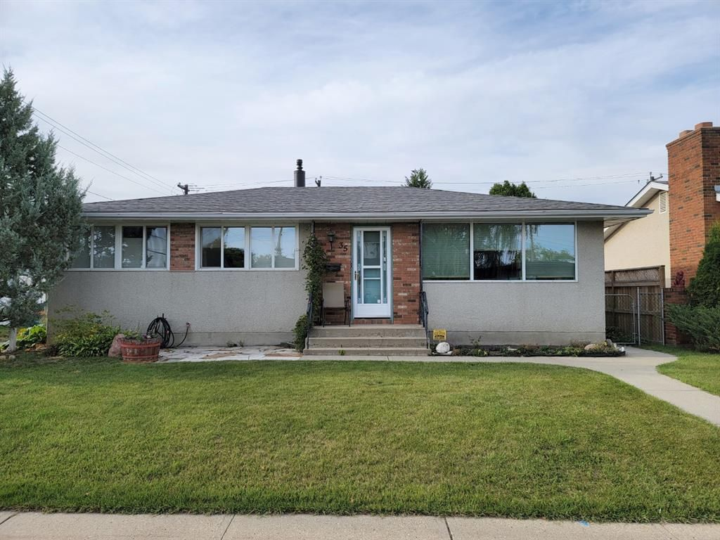 Main Photo: 35 Fairway Avenue: Red Deer Detached for sale : MLS®# A1142744