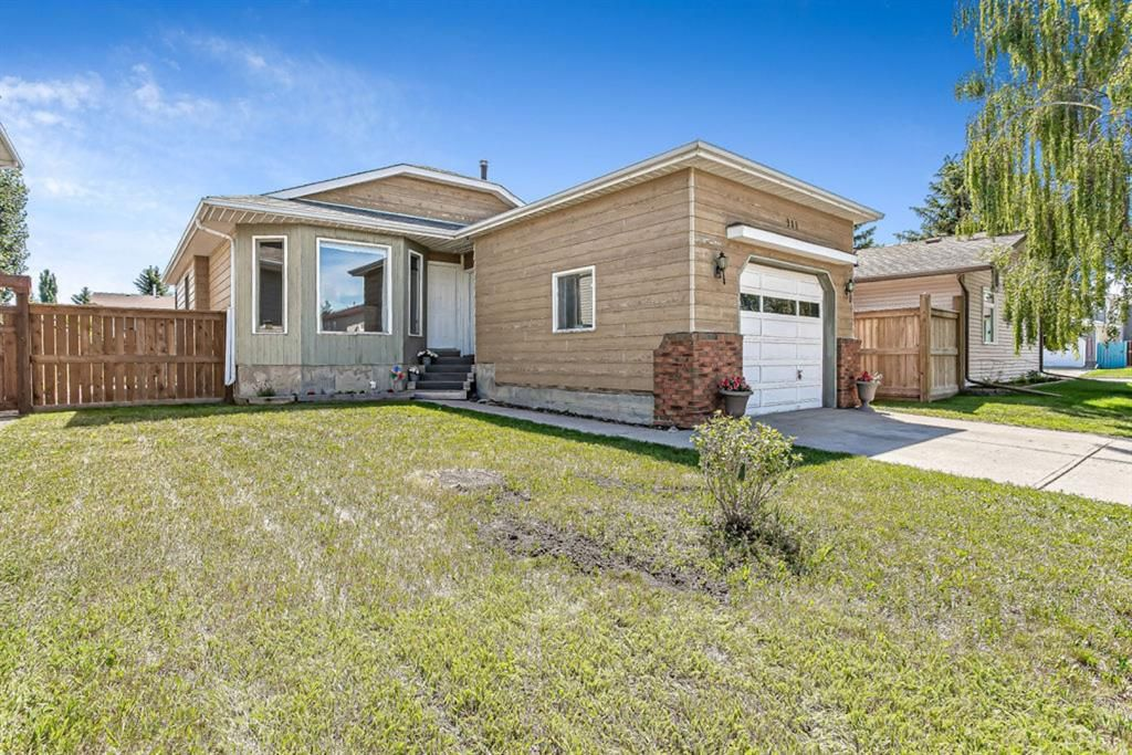 Main Photo: 908 6 Street SE: High River Detached for sale : MLS®# A1122473