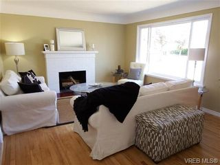 Photo 3: 1139 Wychbury Ave in VICTORIA: Es Saxe Point House for sale (Esquimalt)  : MLS®# 706189
