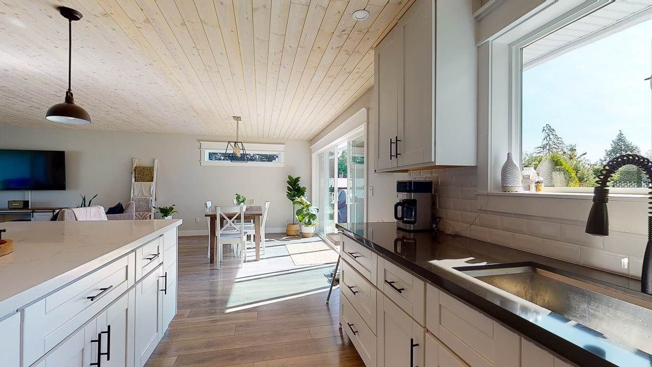 Photo 5: Photos: 5472 CARNABY Place in Sechelt: Sechelt District House for sale (Sunshine Coast)  : MLS®# R2495555