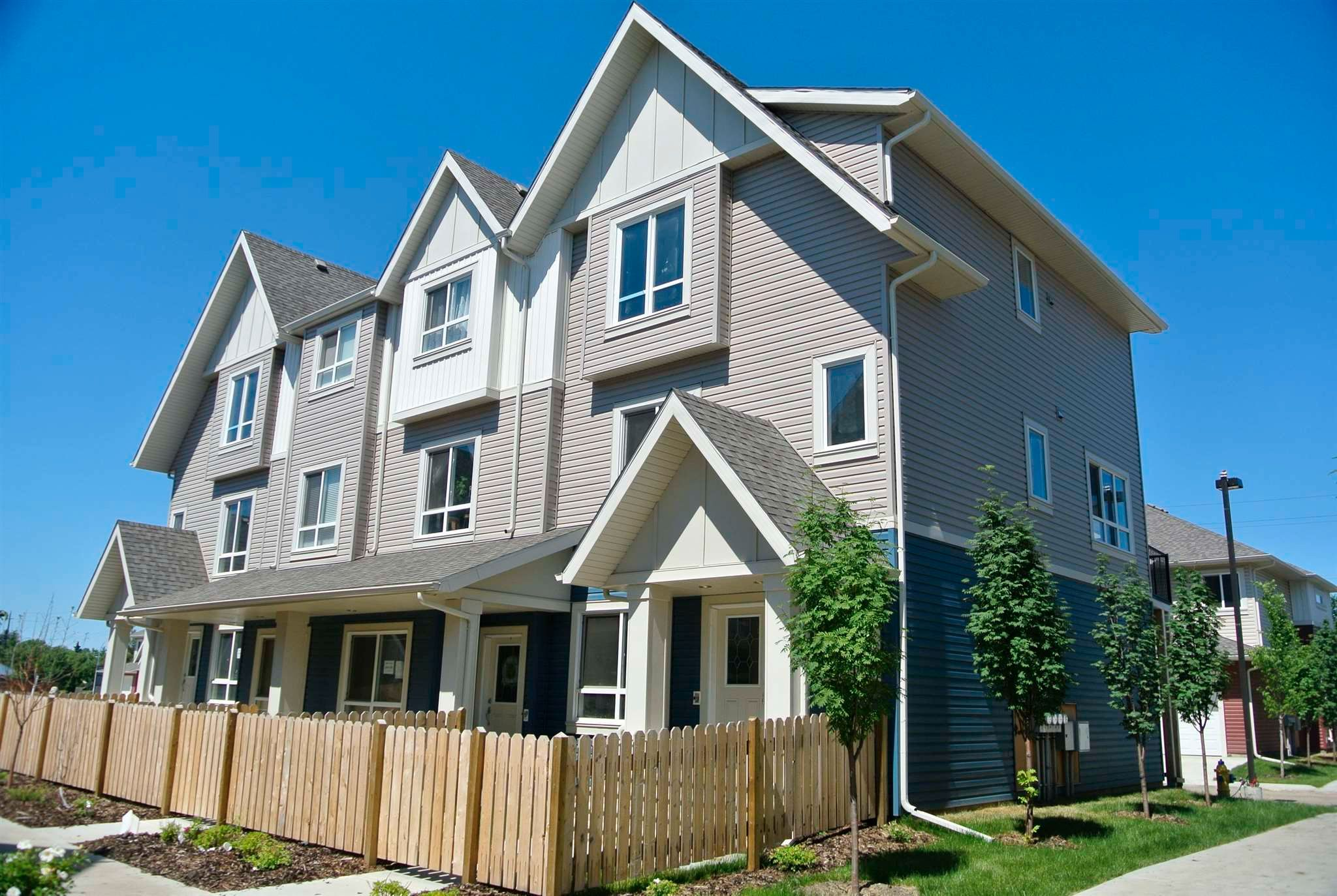 Main Photo: 48 13003 132 Avenue NW in Edmonton: Zone 01 Townhouse for sale : MLS®# E4250014