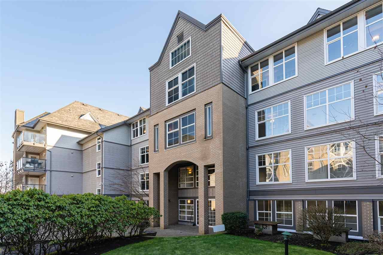 Main Photo: 414 20200 56 Avenue in Langley: Langley City Condo for sale : MLS®# R2372035