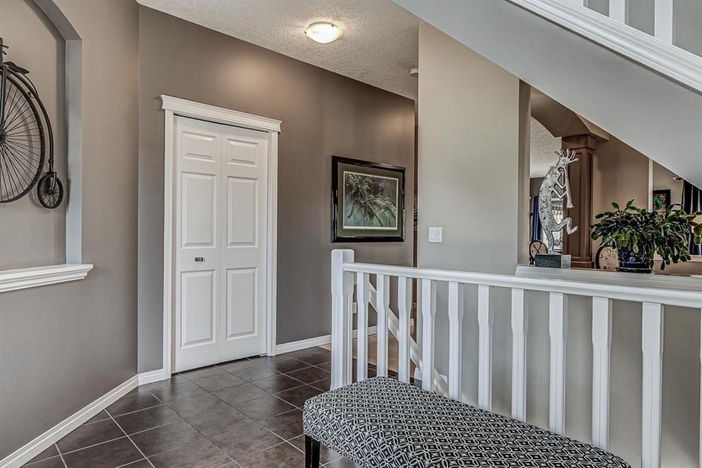 Photo 3: Photos: 66 Everhollow Rise SW in Calgary: Evergreen Detached for sale : MLS®# A1101731