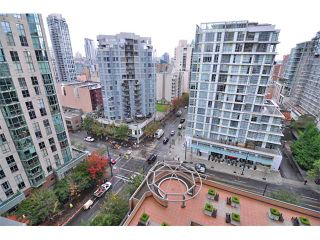 """Photo 6: 1607 1189 HOWE Street in Vancouver: Downtown VW Condo for sale in """"GENESIS"""" (Vancouver West)  : MLS®# V853250"""