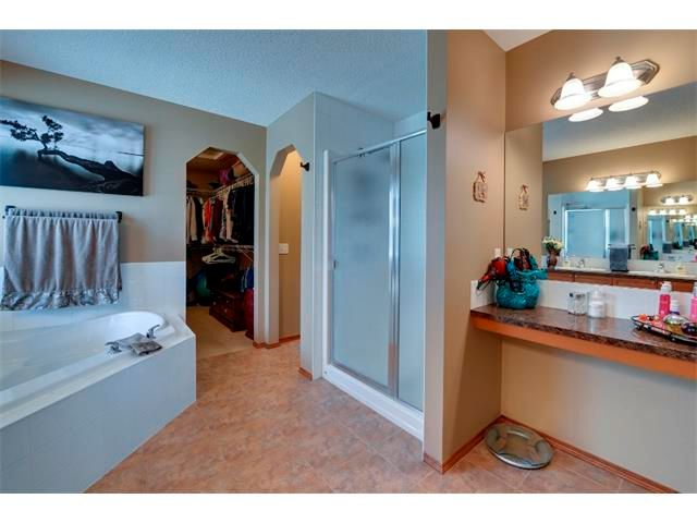 Photo 13: Photos: 21 MORNINGSIDE Bay SW: Airdrie House for sale : MLS®# C4011063