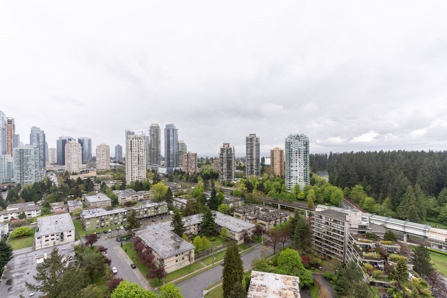 """Main Photo: 2705 5883 BARKER Avenue in Burnaby: Metrotown Condo for sale in """"ALDYNE ON THE PARK"""" (Burnaby South)  : MLS®# R2453440"""
