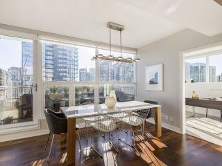 """Photo 8: 2001 1055 RICHARDS Street in Vancouver: Downtown VW Condo for sale in """"Donovan"""" (Vancouver West)  : MLS®# R2555936"""