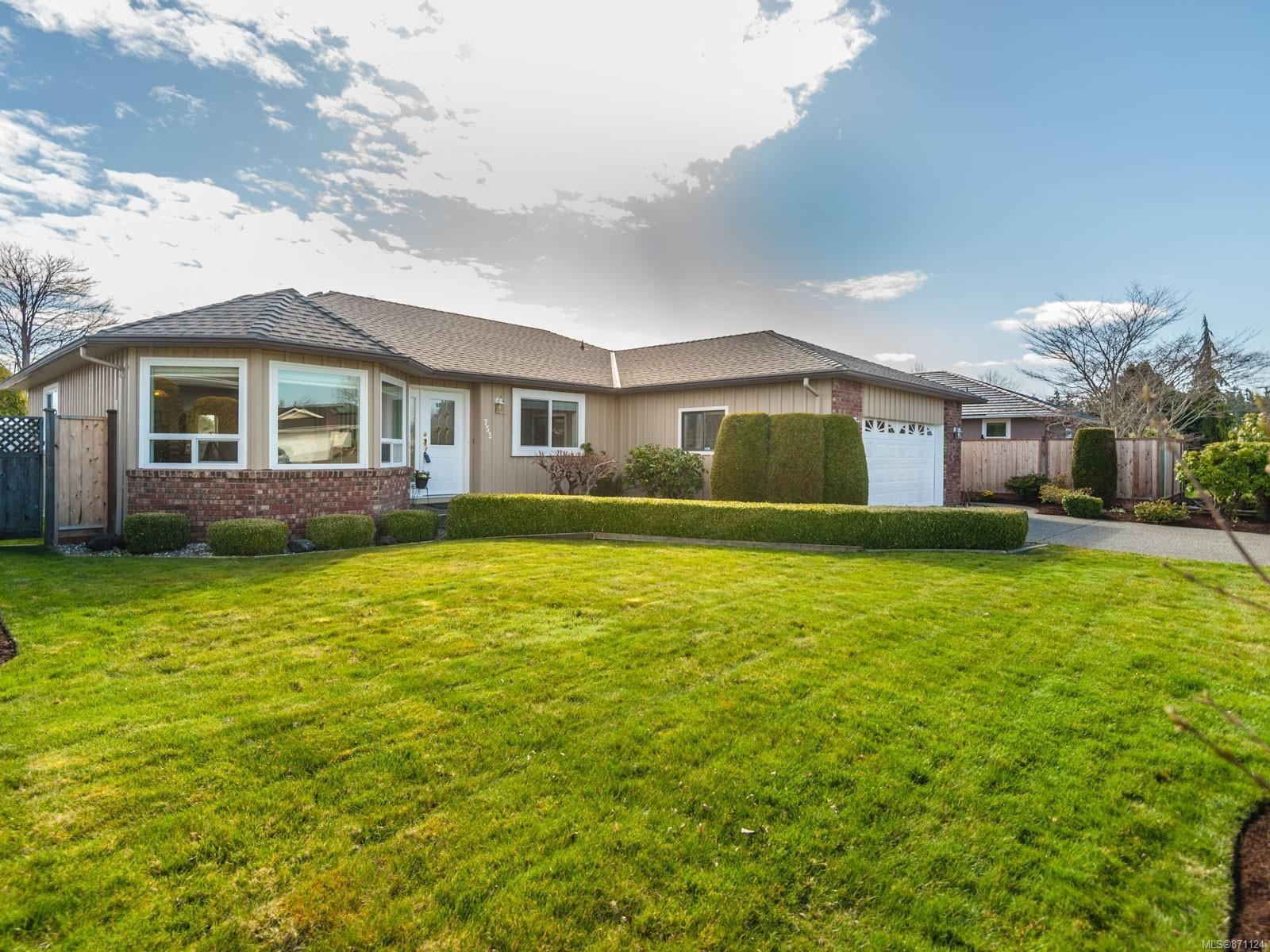 Main Photo: 753 Chartwell Blvd in : PQ Qualicum Beach House for sale (Parksville/Qualicum)  : MLS®# 871124