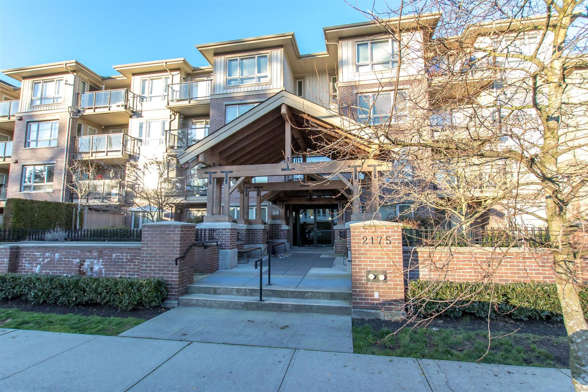 """Main Photo: 201 2175 FRASER Avenue in Port Coquitlam: Glenwood PQ Condo for sale in """"THE RESIDENCES ON SHAUGHNESSY"""" : MLS®# R2330328"""