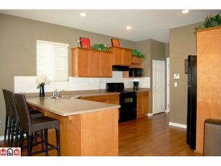 """Photo 3: 14 7067 189TH Street in Surrey: Clayton House for sale in """"CLAYTONBROOK"""" (Cloverdale)  : MLS®# F1025164"""