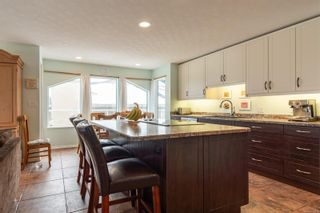 Photo 2: 757 Bowen Dr in : CR Willow Point House for sale (Campbell River)  : MLS®# 866933