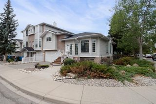 Main Photo: 419 20 Street NW in Calgary: West Hillhurst Row/Townhouse for sale : MLS®# A1096163