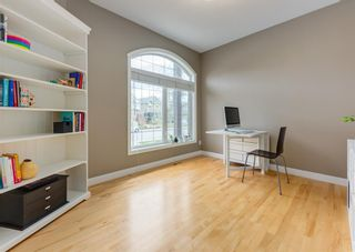 Photo 6: 2015 6 Avenue NW in Calgary: West Hillhurst Semi Detached for sale : MLS®# A1105815