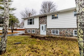 Photo 2: 966 Pine Street in Greenwood: 404-Kings County Residential for sale (Annapolis Valley)  : MLS®# 202106560