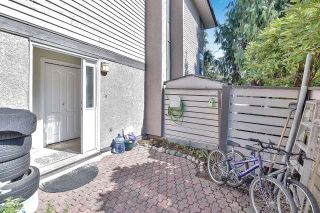 """Photo 18: 10524 HOLLY PARK Lane in Surrey: Guildford Townhouse for sale in """"Holly Park Lane"""" (North Surrey)  : MLS®# R2615553"""