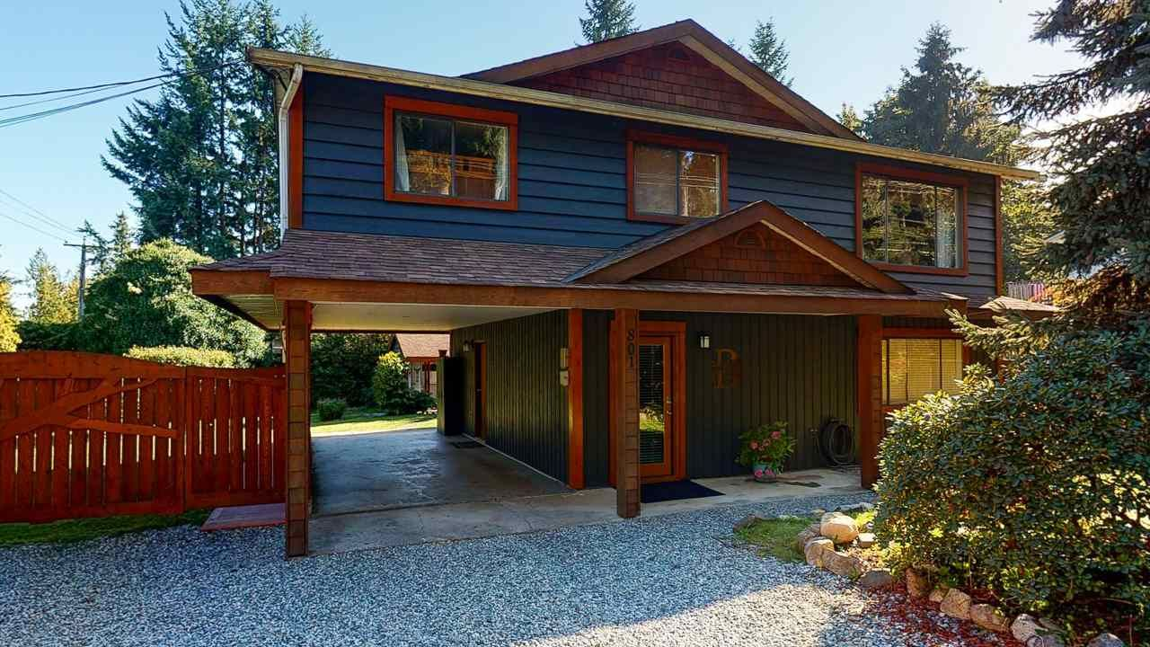 This home is so close to the Langdale ferry for easy commuting to and from Vancouver.