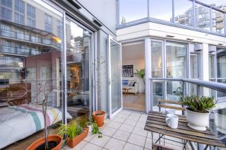 Photo 5: 604 1425 W 6TH AVENUE in Vancouver: False Creek Condo for sale (Vancouver West)  : MLS®# R2447311