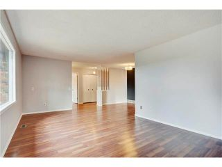 Photo 10: 6120 84 Street NW in Calgary: Silver Springs House for sale : MLS®# C4049555