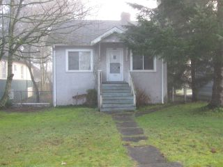 Photo 3: 821 SIXTH Street in New Westminster: GlenBrooke North House for sale : MLS®# R2035692