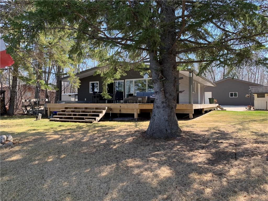 Main Photo: 28 Dobals Road North in Lac Du Bonnet RM: Lee River Estates Residential for sale (R28)  : MLS®# 202009677