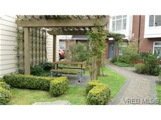 Photo 3: 38 60 Dallas Road in VICTORIA: Vi James Bay Residential for sale (Victoria)  : MLS®# 299473