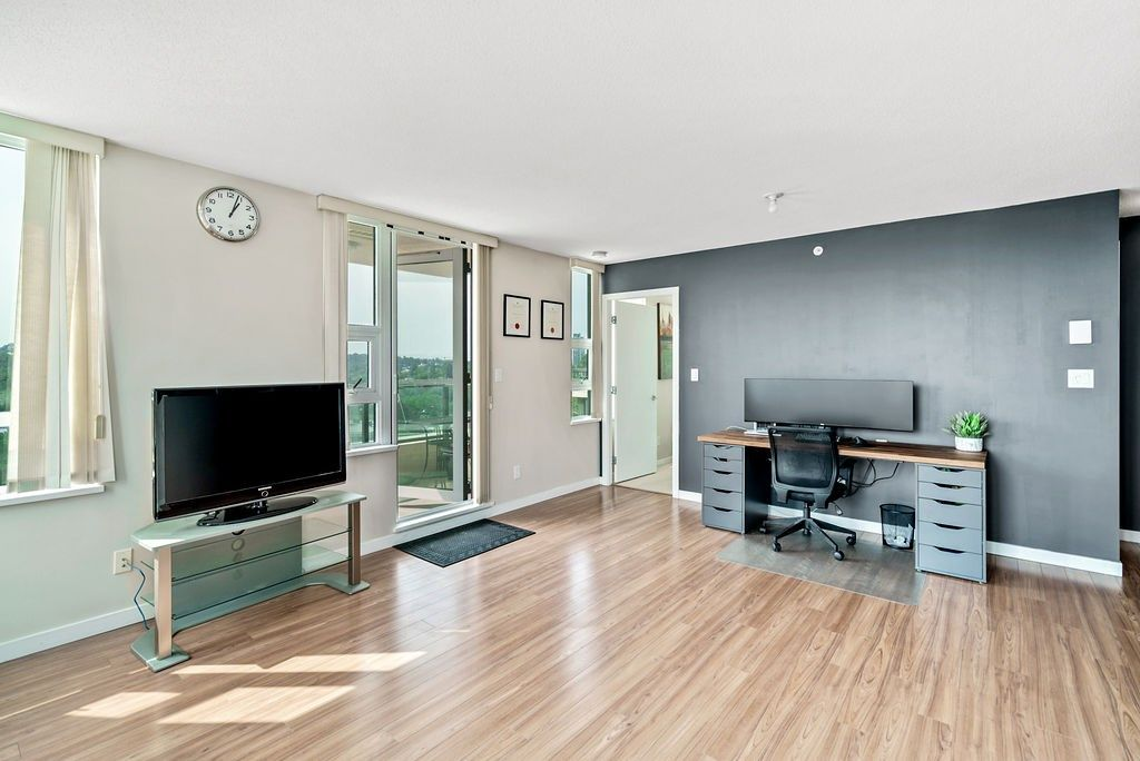 Photo 3: Photos: 402 2232 DOUGLAS ROAD in Burnaby: Brentwood Park Condo for sale (Burnaby North)  : MLS®# R2495564