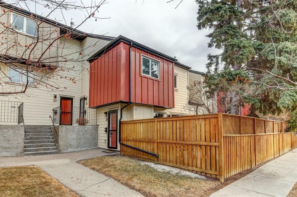 Main Photo: 38 4740 Dalton Drive NW in Calgary: Dalhousie Row/Townhouse for sale : MLS®# A1084913