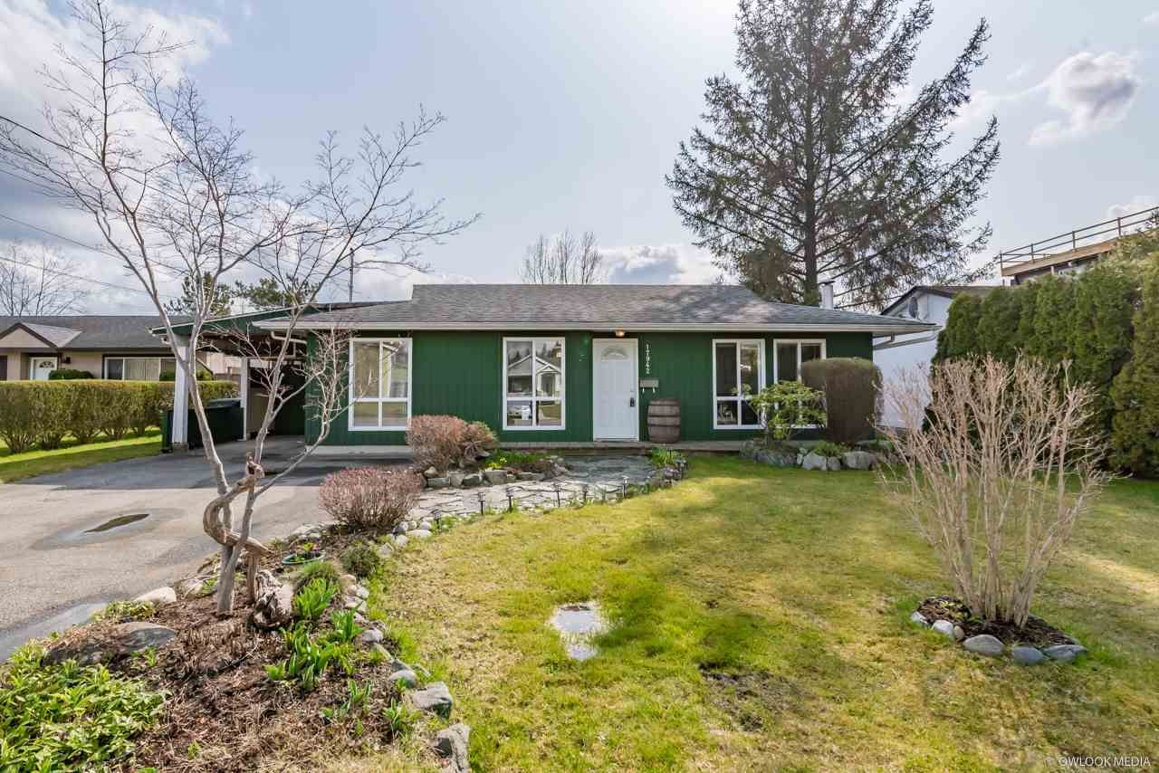 Main Photo: 17942 SHANNON Place in Surrey: Cloverdale BC House for sale (Cloverdale)  : MLS®# R2350989