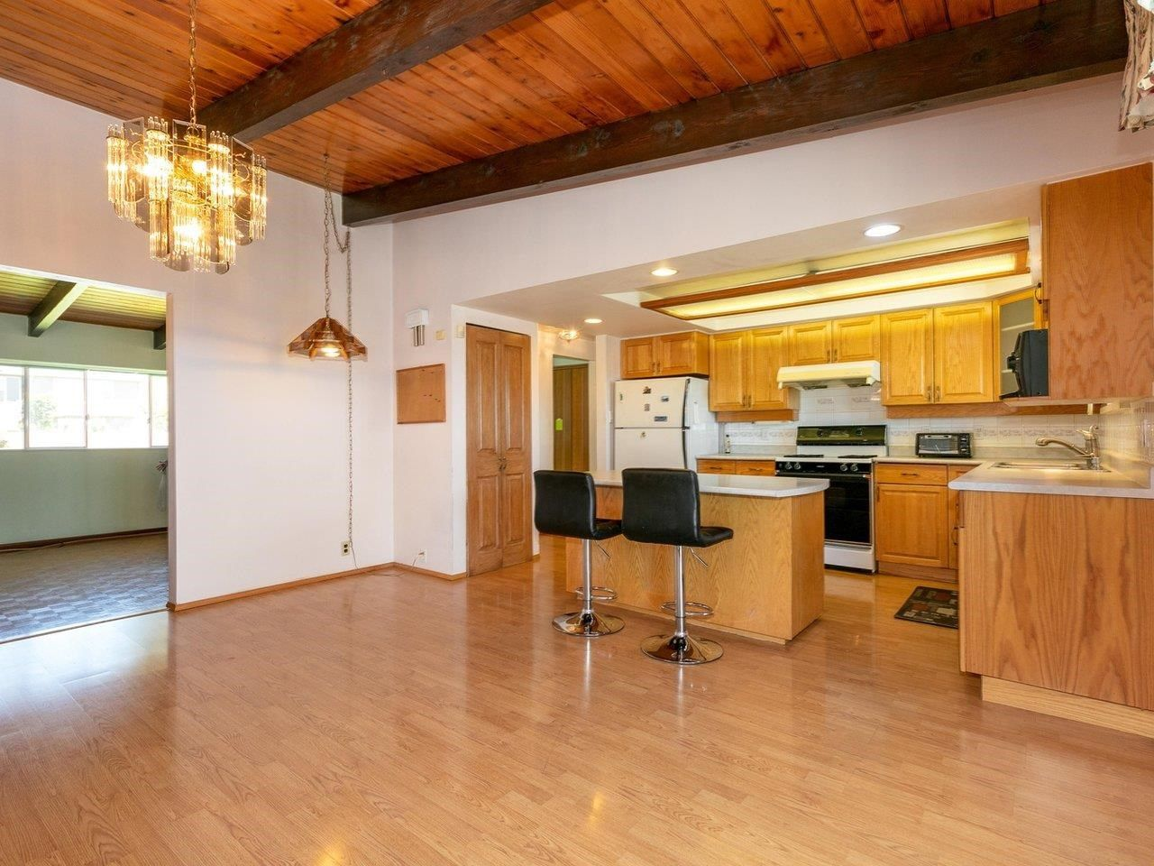 Photo 6: Photos: 6860 HYCREST Drive in Burnaby: Montecito House for sale (Burnaby North)  : MLS®# R2594917