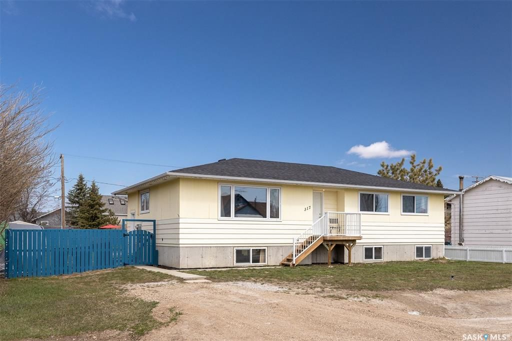 Main Photo: 317 Carson Street in Dundurn: Residential for sale : MLS®# SK852289