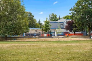"""Photo 8: 381 E 19TH Avenue in Vancouver: Main House for sale in """"Riley Park/Mt.Pleasant"""" (Vancouver East)  : MLS®# R2607959"""