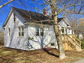 Photo 3: 154 Cottage Street in Berwick: 404-Kings County Residential for sale (Annapolis Valley)  : MLS®# 202107375