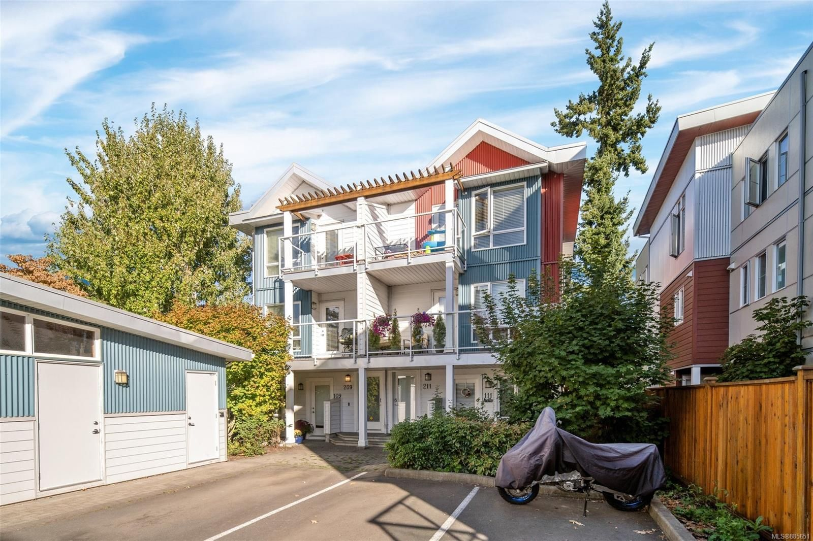 Main Photo: 209 2731 Jacklin Rd in : La Langford Proper Row/Townhouse for sale (Langford)  : MLS®# 885651