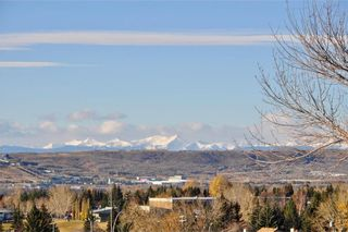 Photo 3: 7067 EDGEMONT Drive NW in Calgary: Edgemont House for sale : MLS®# C4143123