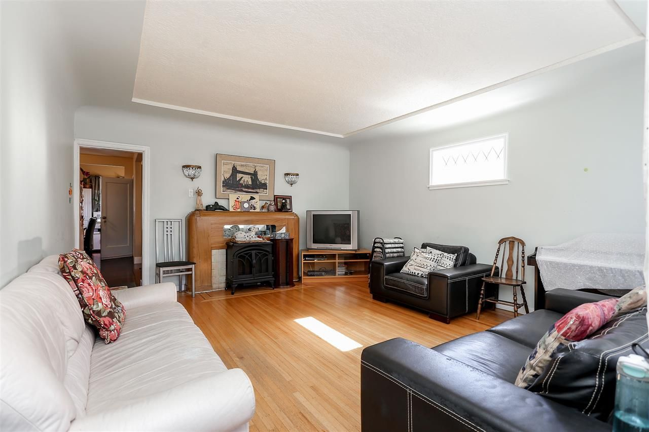 Photo 2: Photos: 4420 NANAIMO Street in Vancouver: Collingwood VE House for sale (Vancouver East)  : MLS®# R2006921