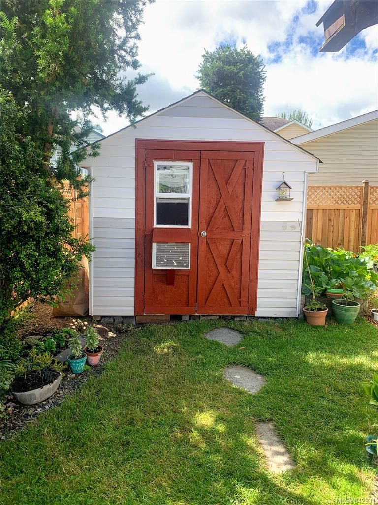 Photo 20: Photos: 2147 Weiler Ave in Sidney: Si Sidney South-West Half Duplex for sale : MLS®# 842931