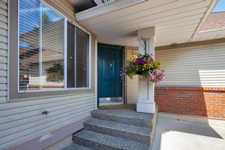 """Photo 2: 405 13900 HYLAND Road in Surrey: East Newton Townhouse for sale in """"HYLAND GROVE"""" : MLS®# R2605860"""