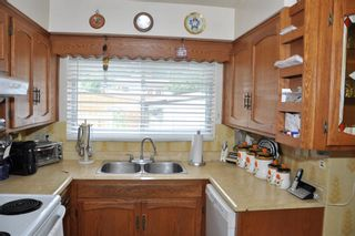 Photo 2: 31 Fenton Road SE in Calgary: Fairview Detached for sale : MLS®# A1140642