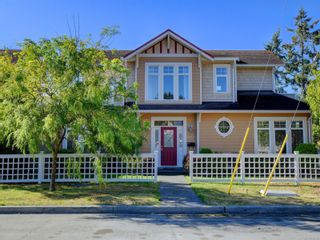 Photo 1: 2377 OAKVILLE Ave in Sidney: Si Sidney South-East House for sale : MLS®# 839345
