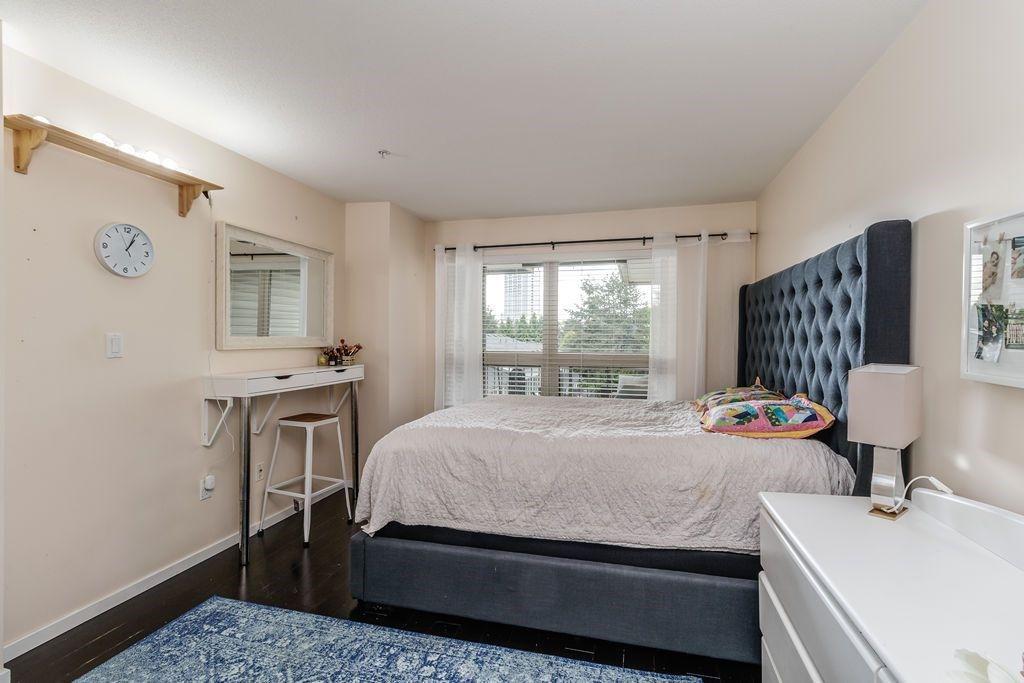 "Photo 22: Photos: 405 15220 GUILDFORD Drive in Surrey: Guildford Condo for sale in ""BOULEVARD CLUB"" (North Surrey)  : MLS®# R2530225"